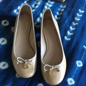 Tory burch nude Chelsea ballet flats heels 7.5